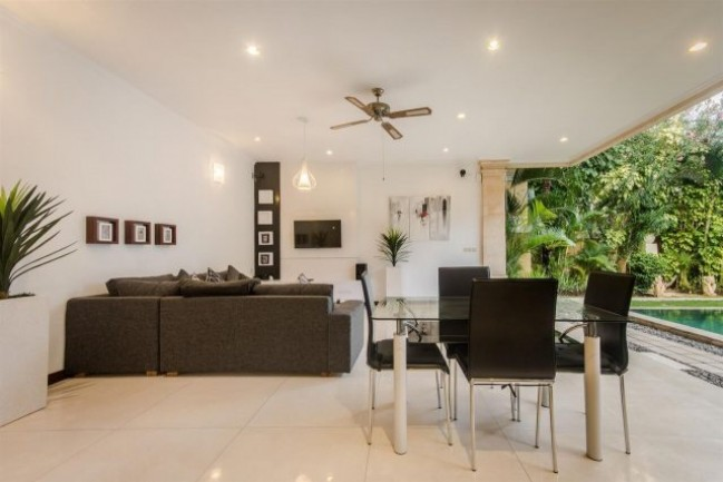 Outstanding leasehold property 2 minute stroll to all the restaurants in Oberoi Seminyak.